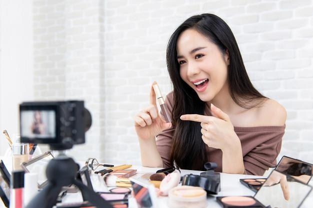 Beautiful asian woman beauty vlogger recording makeup tutorial ...